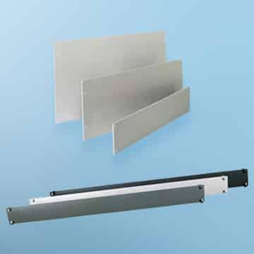 Abbildung von Blindplatten aus Aluminium und aus Kunststoff