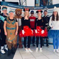 Foto von verkleideten apra-plast Mitarbeitern Karneval 2019