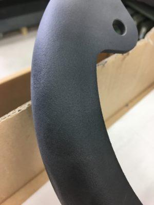 Kunststoffwerkstück nach Behandlung in der Sandstrahlkabine