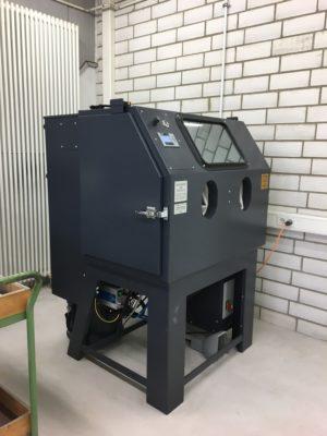 Sandstrahlmaschine Seitenansicht apra-palst